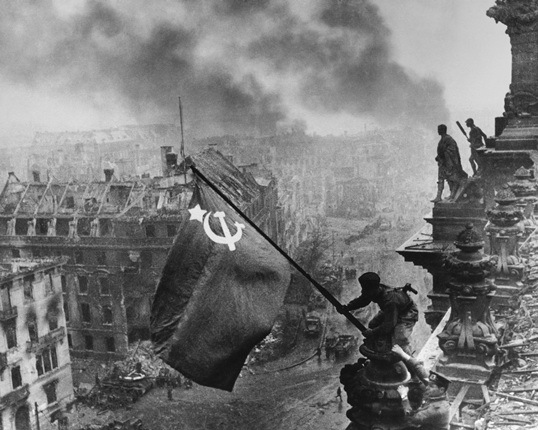 Евгений Халдей. Знамя Победы над Рейхстагом
