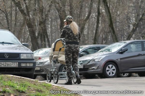 блондинка с коляской