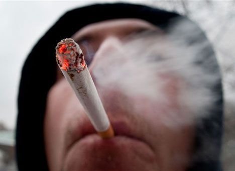 Курильщики чаще страдают от осложнений при COVID-19